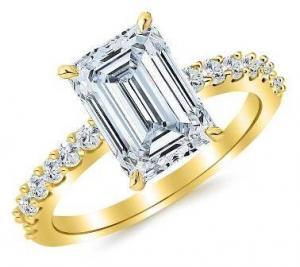 0,92 Carat Emerald Cut Diamond Ring
